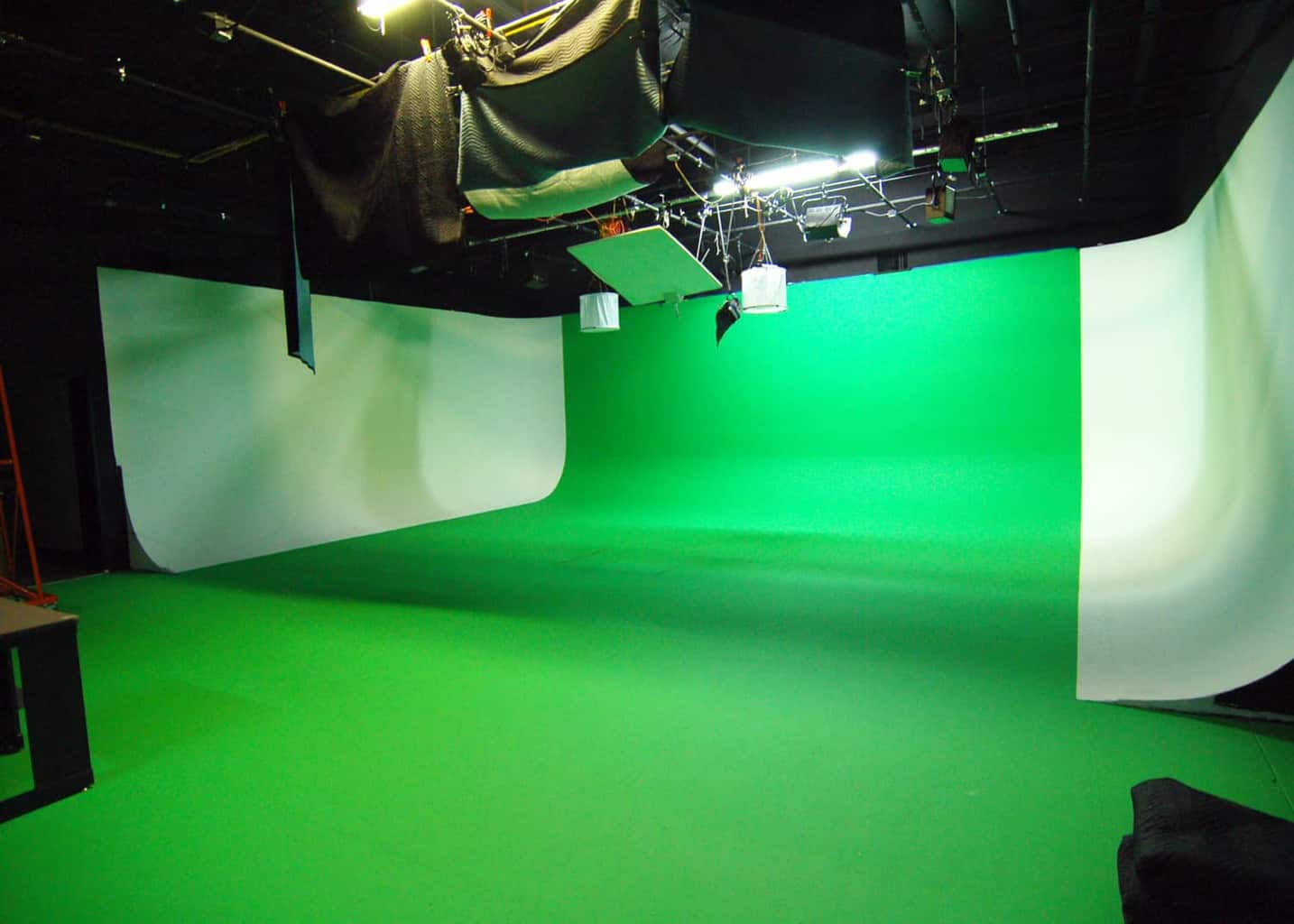 ICV Bay Area Video Studio for rent near San Jose and San Francisco. Green Screen